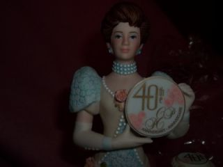 Avon Mrs Albee 2007 2008 Award Figurine 40th Anniversary Edition