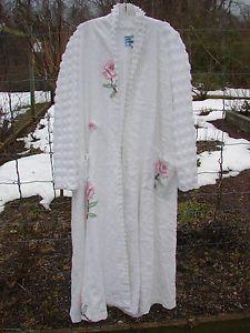 Ladies Marilyn Wolf Designs Bathrobe Chenille Rose Bedspread Bath Robe