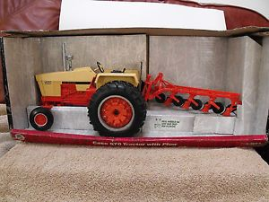 Ertl 1 16 Case 970 Tractor with Plow
