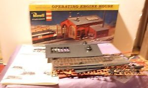 Revell Operating Engine House Kit Complete OB HO Scale