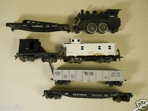 Vintage HO Scale Lionel Engine and Freight Cars