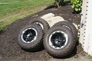 4 Mickey Thompson 33 inch Baja Claw Mud Tires 4 Incubus 17 inch Wheels