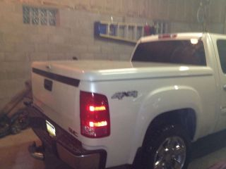 2007 2012 GM Truck Bed Fiberglass Tonneau Cover White Diamond Tricoat Paint