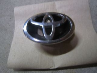 2001 2002 Toyota Corolla Front Grille Emblem Genuine Toyota Part