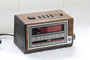 Vintage GE General Electric 7 4601A Digital Alarm Clock Radio Woodgrain Finish
