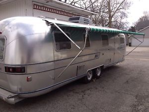 Vintage 1976 Airstream Sovereign Land Yacht 31ft Travel Trailer