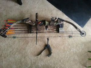Hoyt USA Raptor Carbonite Right Handed Compound Bow in Hard Case Accessories