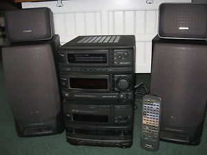 Aiwa Compact Disc Stereo System with Dual Cassettes 4 Speakers 140 Watts