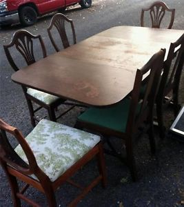 Solid Mahogany Wood Duncan Phyfe Colonial Style Dining Room Table and 4 Chairs