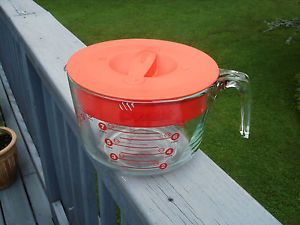 Pyrex Measuring Cup with Lid Holds 8 Cups Batter Type Bowl Looks Nice