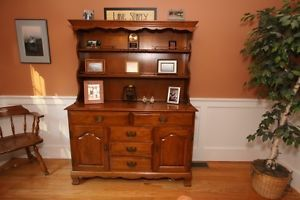 Ethan Allen Maple Dining Room Table P Hutch with Chairs
