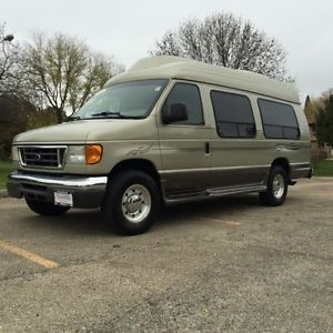 2004 Ford E350 Super Duty Mobility Van 6 0L Diesel Wheel Chair Lift TV Passenger