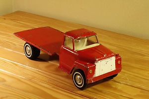 Vintage Ertl International Loadstar 1600 Flatbed Farm Toy Truck