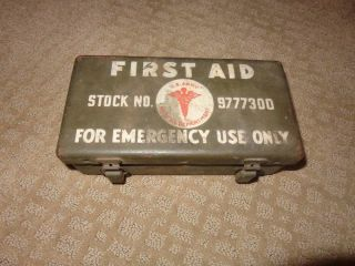 Vintage 9777300 WWII US Army First Aid Kit w Contents Vehicle Medical Metal Box