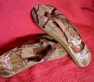 Buck Commander Realtree AP Camo Sandals Flip Flops Womens Some Pink