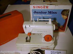 Vintage 1973 Kids Singer Junior Miss Sewing Machine Orig BX 67 B 24 France