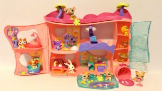 Littlest Pet Shop Retired Pink Cozy Care Adoption Center with Pets Accessories